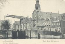 PBK-64 De oostzijde van de Aelbrechtskolk met de Oude Kerk en de Piet Heynsbrug. Uit het zuidwesten gezien.
