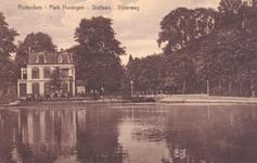 PBK-6413 Slotlaan met villa Rosarium, over de grote vijver gezien.