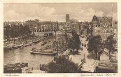 PBK-6437 Schepen in de Oudehaven. In het midden de Spanjaardsbrug over het Haringvliet en daarachter hotel Weimar aan ...