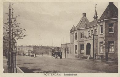 PBK-650 Gezicht in de Spartastraat. Rechts het kasteel, de hoofdingang van de voetbalclub Sparta.