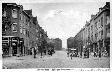 PBK-651 Gezicht in de Da Costastraat. Op de voorgrond de Nicolaas Beetsstraat. Op de Achtergrond het P.C. Hooftplein.