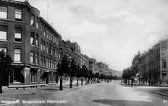 PBK-652 Burgemeester Meineszlaan vanaf het Burgemeester Meineszplein. Geheel links het begin van de Van Oosterzeestraat.