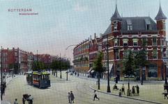 PBK-653 1e Middellandstraat met tram lijn 5 met een open bijwagen, op weg naar de Oudedijk, rechts ligt het Tiendplein. ...