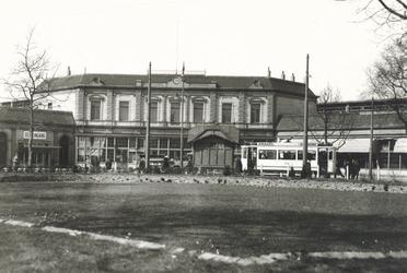 PBK-6587 Station Delftse Poort aan het Stationsplein, lag iets ten noordoosten van het tegenwoordige Centraal Station