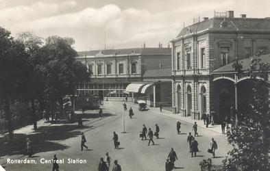 PBK-6589 Station Delftse Poort aan het Stationsplein, dit station lag iets ten noordoosten van het tegenwoordige ...