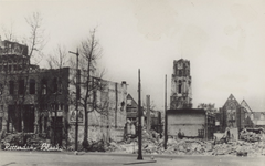PBK-668 Puinresten na het bombardement van 14 mei 1940. Gezicht op de Noordblaak met de Twentse bank, uit het zuiden. ...
