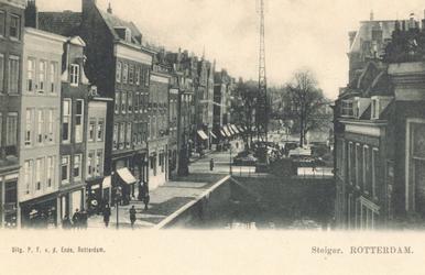 PBK-6686 Steigersgracht uit het westen, vanaf de Wezenbrug in de richting van de Grotemarkt, links het Steiger die ...