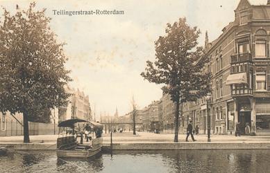 PBK-6816 Teilingerstraat uit het zuiden gezien,vanaf Schiekade. Op de voorgrond de Rotterdamse Schie en op de ...
