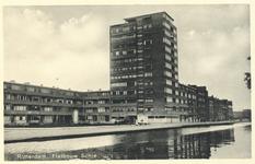 PBK-6837 De Rotterdamse Schie. Op de achtergrond de flat op het Ungerplein, uit het zuidoosten.