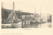 PBK-6928 Leuvehaven vanuit het westen, links de Zeevischmarkt en op de achtergrond het postkantoor aan het Beursplein.
