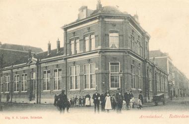 PBK-6976 De Arendschool, een Diaconieschool van de Nederlandse Hervormde Gemeente, aan de Vlietkade nummer 3 op de hoek ...
