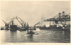 PBK-7049 Laad- en losbruggen en schepen in de Waalhaven.