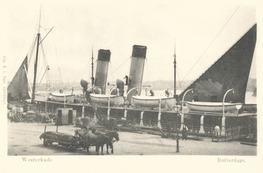 PBK-7098 Het Britse lijnschip ss Amsterdam van de Great Eastern Railway Company aan de Westerkade, op de voorgrond een ...