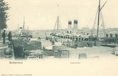 PBK-7100 Westerkade. Aan de kade overslag van goederen bij een Harwichboot.