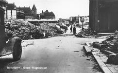 PBK-7200 Puinresten na het bombardement van 14 mei 1940. De Westewagenstraat met links op de achtergrond het stadhuis, ...