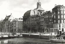 PBK-7524 Gezicht op de Leuvehaven, links op de achtergrond panden aan de Zuidblaak, in het midden de Lutherse Kerk aan ...