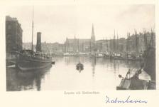 PBK-7641 De noordzijde van de Zalmhaven vanuit het oosten. Boven de huizen van de Scheepstimmermanslaan de toren van de ...