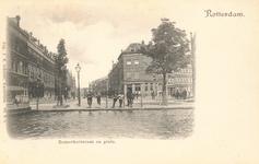 PBK-7659 De Zomerhofstraat uit het westen gezien vanaf de Rotterdamse Schie, op de voorgrond het Zomerhofplein en ...