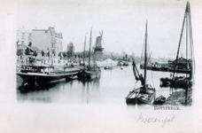 PBK-766 Gezicht op het Boerengat, uit het westen. Links panden aan de Admiraliteitskade. Op de achtergrond oliemolen De Reus.