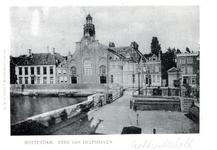 PBK-77 De oostzijde van de Aelbrechtskolk met de Nederlandse Hervormde Oude Kerk van Delfshaven.