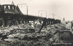 PBK-7802 De door het Duitse bombardement van 14 mei 1940 getroffen Binnenrotte. Links de Grote Kerk en het ...