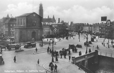 PBK-7863 Hofplein met de Delftse Poort en de Schiebrug, rechts de Diergaardelaan-Stationsweg. Op de achtergrond geheel ...