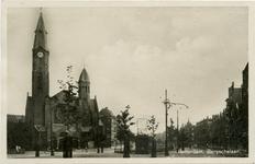 PBK-7909 Bergselaan. Links de Gereformeerde Bergsingelkerk aan de Bergsingel, uit het zuidwesten.