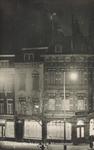 PBK-7927 Een winkelpand van Lucardie op de hoek van de Grotemarkt en de Moriaanstraat, bij avond.