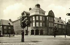 PBK-7948 Het gebouw van de Hogere Burgerschool aan de Bergesingel hoek Bergselaan, uit het zuidoosten.