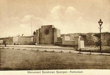 PBK-7967 P.C. Hooftplein met het Spiekmanmonument.