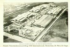 PBK-8011 Luchtopname van het terrein en de gebouwen van de Nederlandsche Nijverheidstentoonstelling (Nenijto), 26 mei - ...