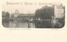 PBK-8025 Reclame voor Bensdorp's cacao & chocolade.Op de prentbriefkaart: Leuvehaven vanuit het zuiden, op de ...
