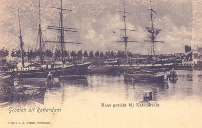 PBK-8037 Gezicht in haven met schepen ter hoogte van Katendrecht.