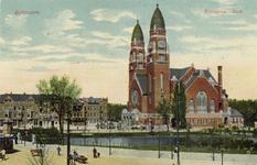 PBK-810 De Koninginnekerk uit het zuidoosten gezien. Op de voorgrond de Sophiakade, aan links de Boezemsingel.