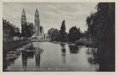 PBK-814 Gezicht op de Boezem met de op de achtergrond de Koninginnekerk aan de Boezemsingel. Links de Boezemkade.