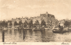 PBK-8140 Hotel Weimar op de hoek van de Spaansekade en het Haringvliet, uit het westen, vanaf de Geldersekade. Op de ...