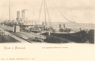PBK-8336 Het schip Berlin, van de Harwichlijn, bij het aanlegsteiger.