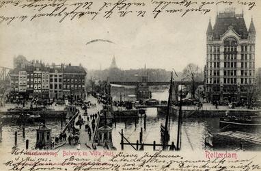 PBK-844 Gezicht op de Koningsbrug, op de achtergrond links het Bolwerk en rechts het Witte Huis. Uit het oosten gezien.