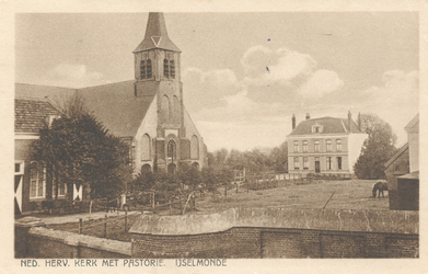 PBK-8752 IJsselmonde, Ned. Herv. Kerk. met Pastorie gelegen aan de Benedenstraat.