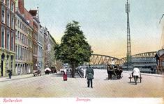 PBK-876 De Boompjes uit het westen gezien. Op de achtergrond de Spoorbrug over de Nieuwe Maas en de Willemsbrug.