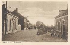 PBK-8789 Oosteinde, IJsselmonde. Begin Oostdijk vanaf Bovenstraat. Rechts opgeheven Stoep (afrit) bij bakker Vlot.