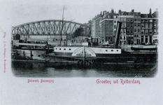 PBK-882 Bolwerk, vanuit het oosten. Op de voorgrond de stoomboot ' Nijverheid ' ( Nijmegen - Rotterdam ), links op de ...