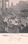 PBK-8958 Vertrek van koningin Wilhelmina en koningin-moeder Emma van het stadhuis aan de Kaasmarkt op 9 juni 1899.