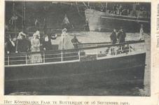 PBK-8975 Het Koninklijke Paar te Rotterdam, aan boord van de Columbus.