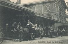 PBK-8996 Koninklijk bezoek van H.M. Koningin-Moeder aan Rotterdam, rijtoer per koets door de stad.