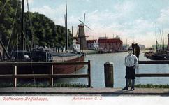 PBK-9 Achterhaven vanuit het noorden. Rechts molen de Waakzaamheid. Vanaf de Oranje Nassaustraat.