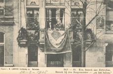 PBK-9007 Koningin Wilhelmina en Prins Hendrik op het balkon van de burgemeesterswoning van F.B. s'Jacob aan de ...