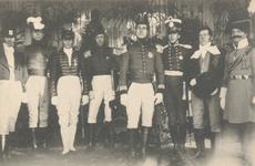 PBK-9031 Eeuwfeest van het herstel van Nederlands onafhankelijkheid. Op de prentbriefkaart: een groep personen in uniform.