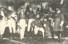 PBK-9032 Eeuwfeest van het herstel van Nederlands onafhankelijkheid. Op de prentbriefkaart: een groep personen in uniform.