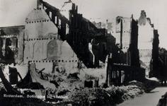 PBK-931 Gezicht op de door het Duitse bombardement van 14 mei 1940 getroffen Boompjes met verwoeste panden, waaronder ...